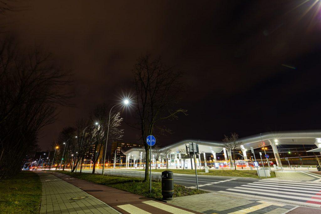 oświetlenie ulicy